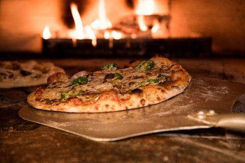 Abends keine Kohlenhydrate - Pizza im Ofen, knusprig
