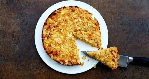Apfelschichtkuchen mit Mandeln
