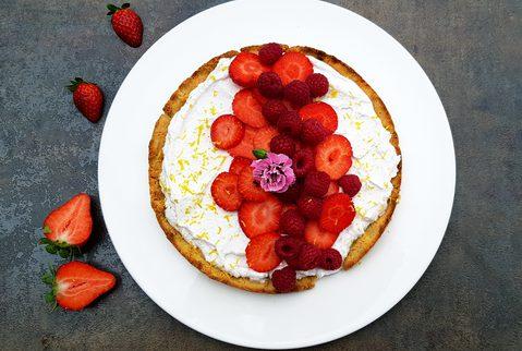 Saftiger Erdbeer-Kokoscreme-kuchen
