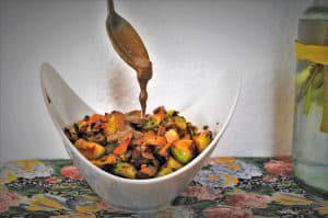 Rosenkohl Ingwer Salat mit Putenbrust