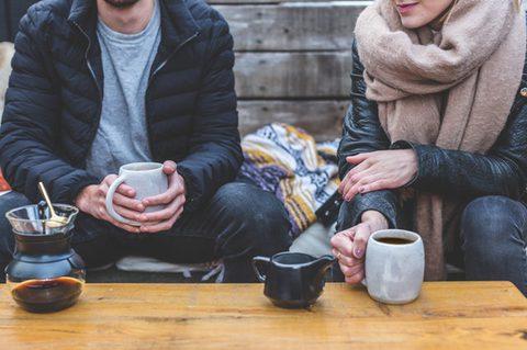 Kaffee oder Tee - Kaffeepause mit dampfendem Kaffee