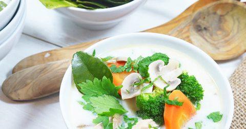 Tom Kha Gai – Hühnersuppe mit Kokosmilch und Galgant