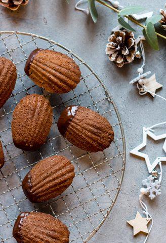 Gesunde Schoko-Bärentatzen: Buttrig zarte Schokoladen Madeleines zum Verlieben