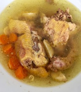 10 Stunden Hühnersuppe im Slow Cooker