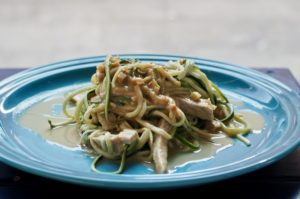 Hähnchen Pad Thai mit Zucchininudeln - Pure Food by Romy Dollé